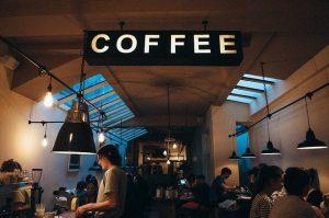 Płatności zbliżeniowe kartą i bezgotówkowe dla kawiarni