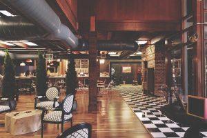 Płatności zbliżeniowe kartą i bezgotówkowe dla restauracji hotelowych