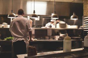 Płatności zbliżeniowe kartą i bezgotówkowe dla restauracji