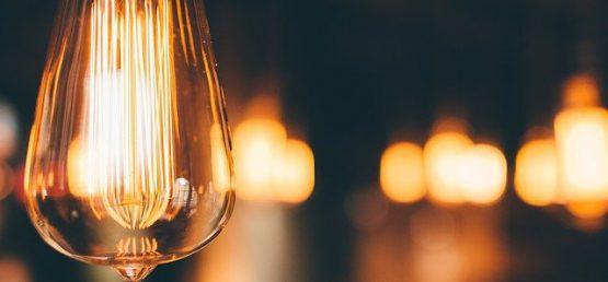 Wzrastają ceny energii dla firm, jak zaoszczędzić na prądzie w lokalu gastronomicznym?